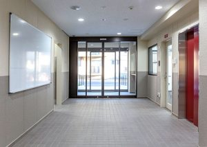 大阪府警 警察単身寮 玄関ホール
